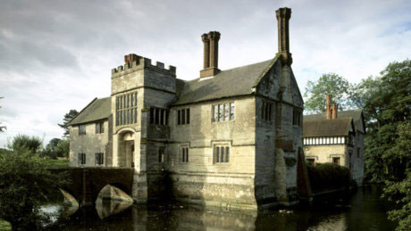 Baddesley Clinton showing the Gatehouse Bridge